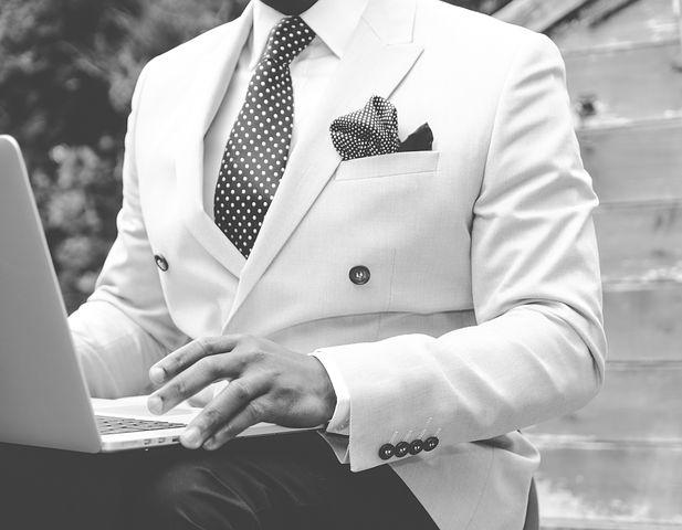 suit-869380__480